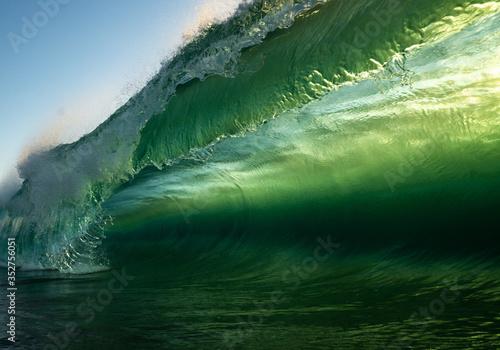 Fototapety zielone  emerald-green-crashing-wave