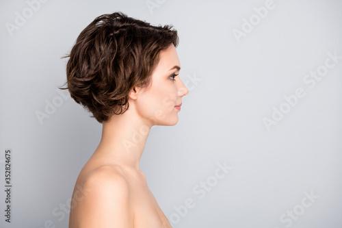 Valokuva Closeup profile photo of attractive beautiful naked lady bob short hairstyle loo