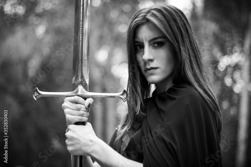 Photo young woman with sword