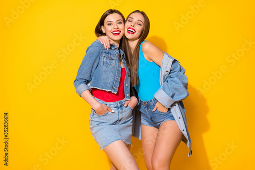 Obraz Portrait of excited funky lovely girls fellows enjoy summer time weekend free time feel rejoice wear good look clothes isolated over bright color background - fototapety do salonu