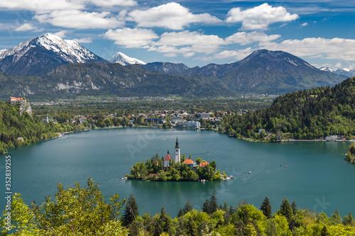 Fototapeta Island with church on lake in Bled city, Slovenia, Triglav National Park obraz na płótnie