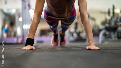 Fototapeta Gotowy do treningu na siłowni i zajęć fitness obraz