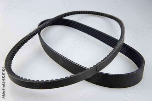 Photo Belt driving a car different size.
