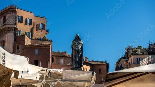 Pomnik Giordano Bruna na targu przy Campo de 'fiori