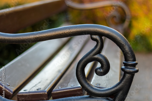 Fototapeta boczna część ławki w parku obraz