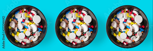 Obraz Banner three bowls of Medical capsules. pharmaceutical medicine pills, tablets and capsules on a wooden bowl, top view - fototapety do salonu