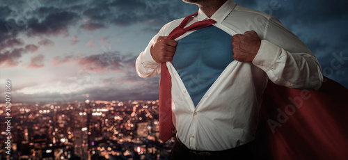 Fotografía Young businessman acting like a superhero and tearing his shirt off over the cit