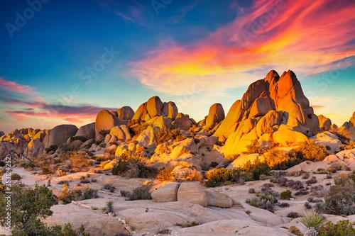 Rocks in Joshua Tree National Park illuminated by sunset, Mojave Desert, Califor Fototapete