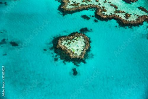 Cuadros en Lienzo Heart reef at Great Barrier Reef, Queensland