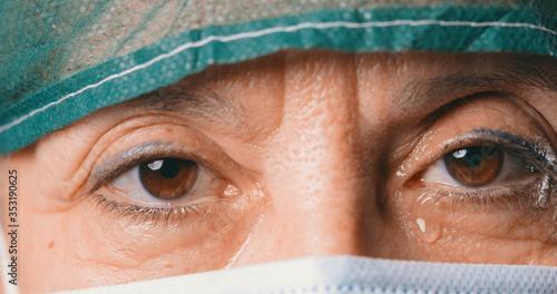 Photo Dottoressa triste commossa che piange