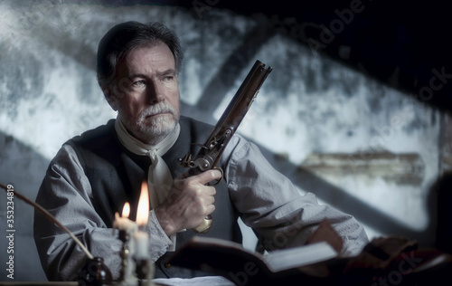 Photo colonial man with a flintlock pistol fighting for independence