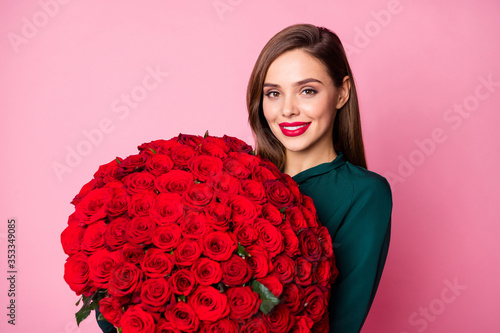 Fototapeta Photo of charming lady red bright lipstick enjoy large hundred roses bouquet boyfriend 8 march present wear green dress isolated pastel pink color background obraz