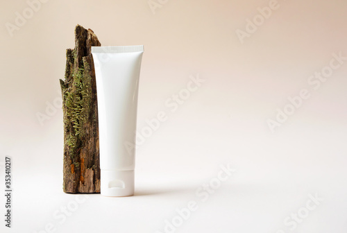 Mockup white plastic tube with moisturizer cream, facial cleanser or shampoo and tree branch with moss on beige background with copy space Tableau sur Toile