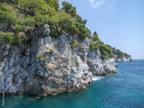 Cuadros en Lienzo Amarantos rocks at Skopelos