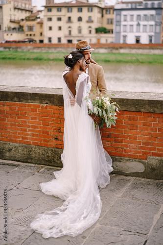 Photo Multiethnic wedding couple