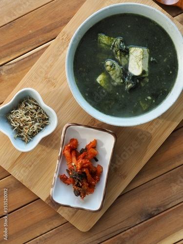 한국의 음식 매생이 굴 두부국 Canvas Print
