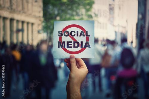 Fotomural Social media censorship, political war between US president banning social networks