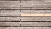 Holzlatten. Holzsteg Plattform. Wooden Slats. Wooden Boardwalk Platform.