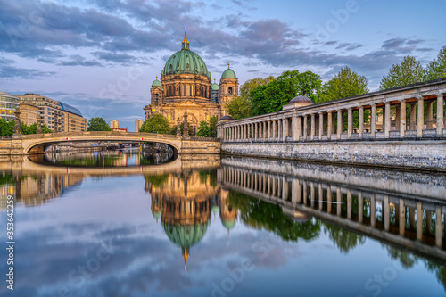 Leinwand Poster The Berlin Cathedral at dusk with a reflection in the river Spree