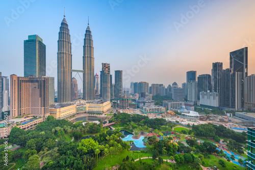 Cuadros en Lienzo Kuala Lumpur, Malaysia park and skyline