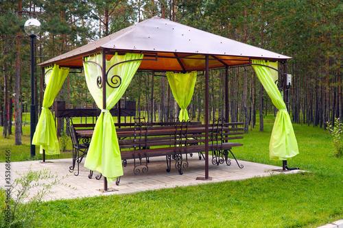 Carta da parati Empty gazebo or tent in a green Park