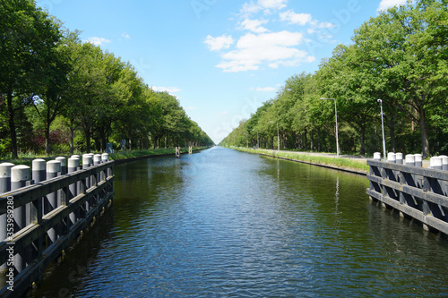 Foto River called the Wilhelminakanaal or Wilhelmina channel in the Netherlands