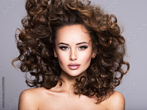 Vászonkép Woman with long bown curly hair