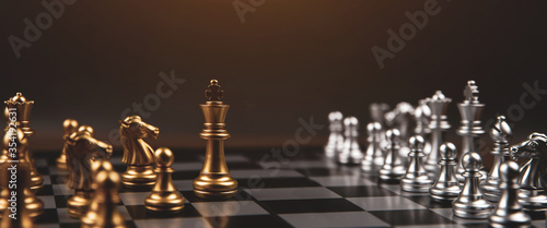 Cuadros en Lienzo King chess that came out of the line Concept of business Strategic plan and teamwork management