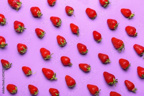 Obraz Sweet ripe strawberry on color background - fototapety do salonu