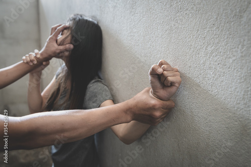 Fotomural Man hands holding a woman hands for rape and sexual abuse concept