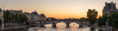 Sunset over the Seine in Paris Fototapet