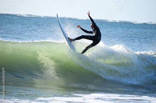 Fotomural Japan surfing , sometimes during a typhoon, there are many waves in Japan especially in Hebara, Katsuura, Chiba