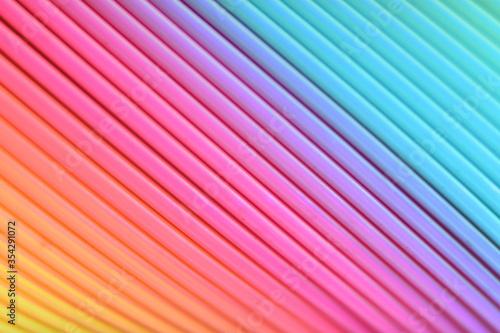 Kolorowa, plastikowa tęcza w mocnym zbliżeniu.