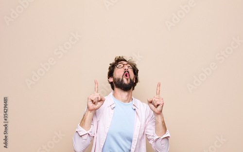 young bearded man expressing a concept against flat wall Fototapete