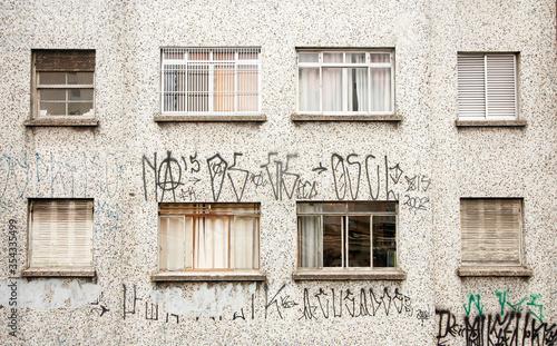 Conjunto de janelas em edifício Canvas Print