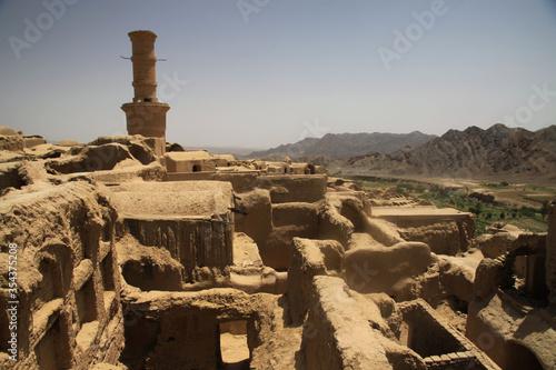 Obraz zabytkowe opuszczone miasto z gliny Kharanaq w iranie - fototapety do salonu