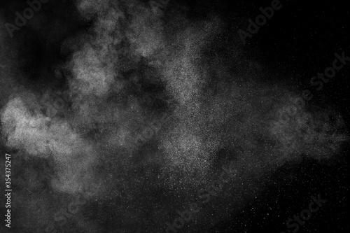 Papel de parede White powder explosion on black background
