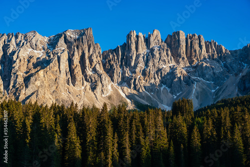 scenery and breathtaking dolomites mountains peaks panorama Fototapete