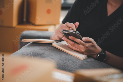 Photo Online Selling or Online Shopping concept