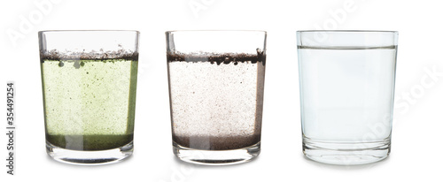 Glasses with clean and dirty water on white background Fototapet