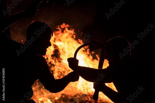 protesting parties amid a burning house Tapéta, Fotótapéta