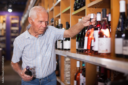 Fotografie, Obraz Adult man visiting winehouse in search of wine