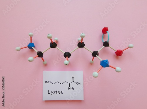 Fotografiet Molecular structure model and structural chemical formula of essential amino acid L-lysine molecule, required for growth and tissue repair