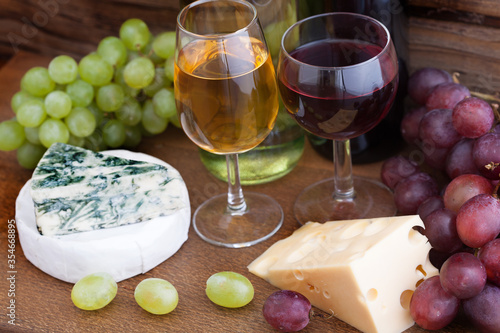 Obraz na plátně Wine and cheese