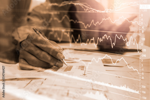 Foto Stock market or forex trading graph and candlestick chart suitable for financial investment concept