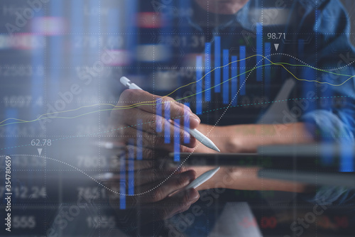Photo Business man analyzing stock market report with financial graph