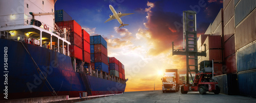 Foto Container truck in ship port for business Logistics and transportation of Contai