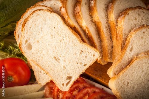 rebanadas de pan de molde de trigo cerca con decoración de aceite y tomate Canvas Print