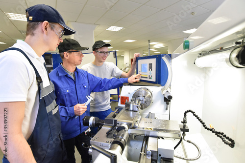 young apprentices in technical vocational training are taught by older trainers Canvas Print