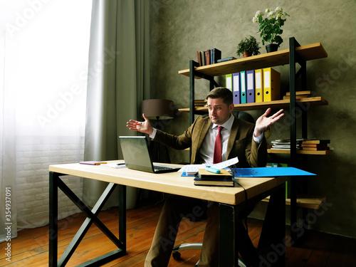 Upset and disappointed businessman reads report in the laptop Tapéta, Fotótapéta